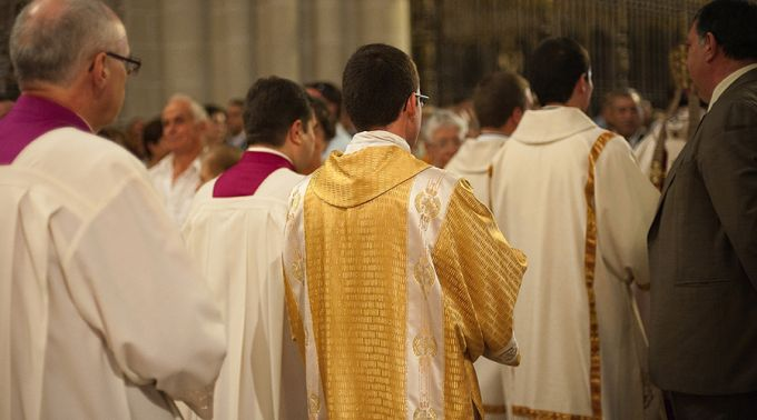 """Papa Francisco a sacerdotes: Recuperar el asombro de la Misa no es ser un """"showman"""""""