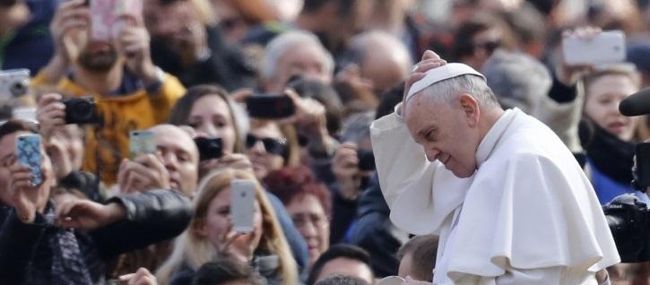 Papa pide que Dios sea el centro de todo y no los métodos espirituales