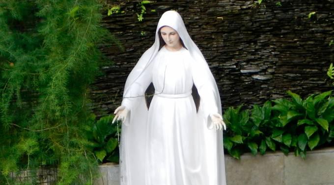 Aprueban apariciones de la Virgen María ocurridas en el siglo XX