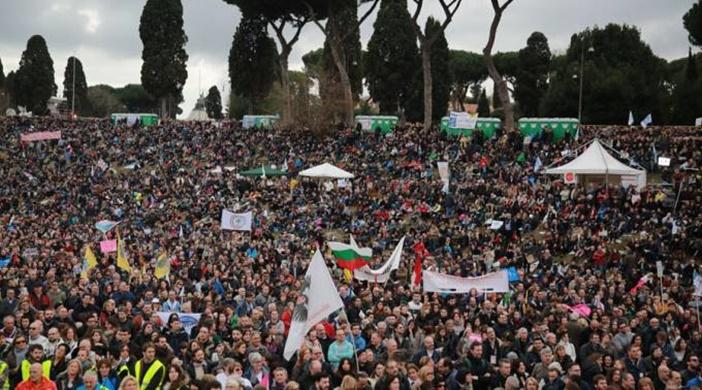 """Miles se manifiestan en Roma en defensa de la familia y contra el """"matrimonio"""" gay"""