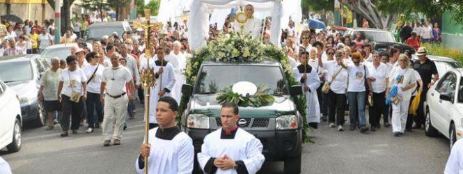 RD: Católicos de todo el país celebran fiesta de Corpus Christi